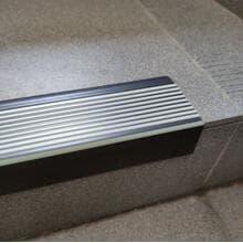 Профиль для ступеней TKNG А65 черный (флюоресцентный край) 40*65*2500мм